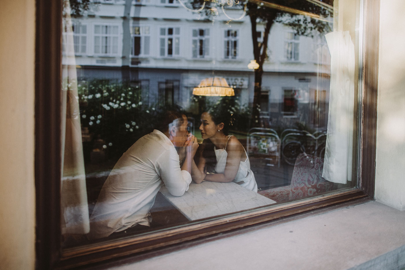 pre-wedding-shoot-vienna-cafesperl-10